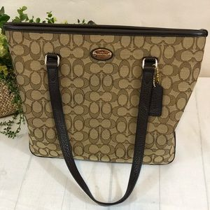 Tote Coach NWT Signature Zip Top Shoulder Bag